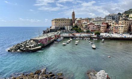 La strada Aurelia tra Genova e Recco, tra villaggi sul mare e pini marittimi